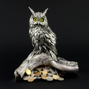 Статуэтка «Сова на дереве с монетами» - Фото