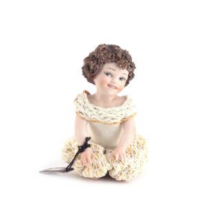 Статуэтка «Девочка в белом платье» - Фото